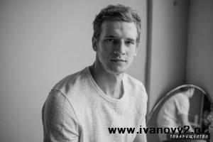 Глеб, однокурсник Эли и Данилы (актер Евгений Романцов)